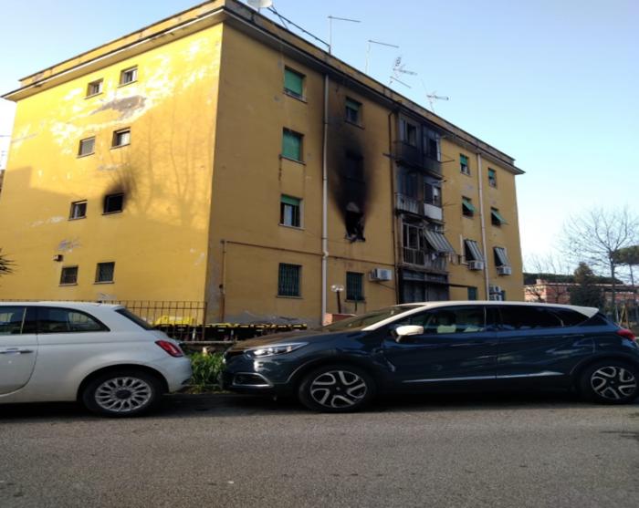 Incendio in una palazzina ad Acilia